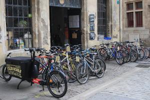 Vélos réparés devant l'Atelier Dynamo